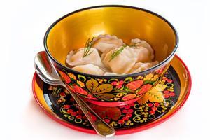 Une assiette de pelmeni au saumon, spécialité de raviolis garnis, au Café Pouchkine.