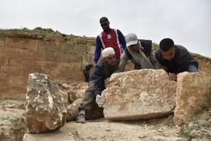 Certains djeddars effondrés n'ont jamais été fouillés et pourraient encore renfermer des restes.
