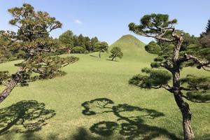 Le jardin Suizen-ji se fondait à l'origine pleinement dans le paysage de la chaîne volcanique du Mont Aso.