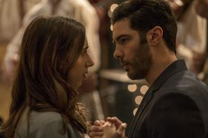 Zoe Kazan, Tahar Rahim dans «The Kindness of Strangers».
