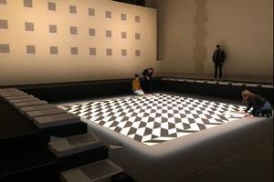 Exercice infini, le public peut décomposer et recomposer l'œuvre de Valbuena.