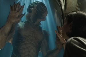 Dans «La Forme de l'eau», la créature imaginée par Guillermo del Toro vit une histoire d'amour avec l'héroïne (Sally Hawkins).
