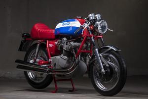 La MV 750 S fait aujourd'hui l'objet d'une spéculation. Dotée d'un cardan qui l'alourdissait et consommait un peu d'une puissance modeste, sa carrière fût peu reluisante. Il faut dire qu'elle a trouvé sur sa route les Honda CB 750 et Kawasaki H2, plus attrayantes et beaucoup moins chères (11 960 F pour la Kawasaki quand la MV valait 27 000 F).