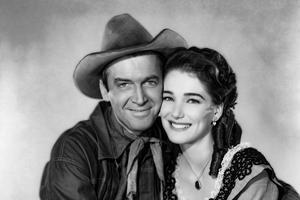 Julie Adams joue avec James Stewart dans «Les Affameurs» d'Anthony Mann (1952).