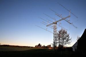 L'antenne de Reinhard Kuehn (DK5LA) qui a permis d'envoyer les instructions à la caméra située sur le satellite en orbite lunaire DSLWP-B.