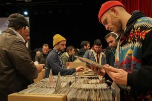 Grâce à Paris Loves Vinyl, une gigantesque vente de 100.000 vinyles a lieu ce week-end à Paris