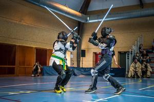 Deux combattants de sabre laser