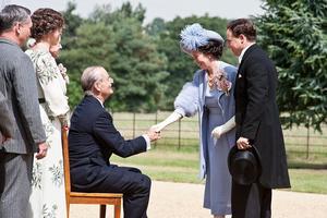 Dans «Week-end royal», Olivia Colman incarne la reine Elizabeth.