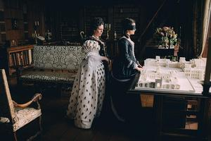 Olivia Colman et Rachel Weisz dans «La Favorite».