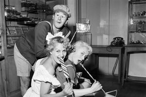 Jacques Bodoin aux côtés de Gaby Bruyère et Jacqueline Pierreux, le 7 janvier 1954.