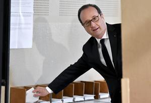 Hollande et Valls, spectateurs malgré eux du premier tour de la présidentielle