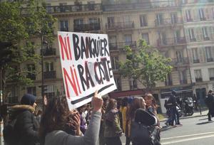 «Ni Le Pen, ni Macron» : lycéens et étudiants parisiens crient leur colère dans la rue