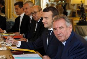 Bayrou, Le Drian, Collomb... Ces ministres sommés de démissionner de leur exécutif local