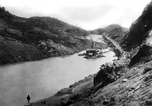 Excavation d'une partie du canal de Panama.