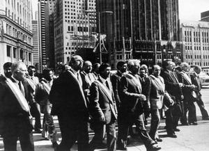 Une délégation d'élus bretons le 4 mai 1982 à Chicago, lors de l'ouverture du procès du naufrage du pétrolier «Amoco Cadiz»
