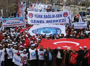 Des centaines de personnes ont manifesté, samedi à Ankara, contre la nouvelle politique économique et sociale du gouvernement.