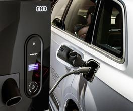 Audi annonce 2h30 pour recharger la batterie.