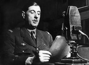 Le 18 juin 1940, le général Charles de Gaulle lance son célèbre appel aux Français à la radio BBC à Londres.