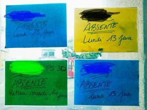Affiche collée sur une école d'Aubervilliers.