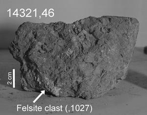 Échantillon lunaire ramené en 1971 dans lequel a été retrouvé le probable claste d'origine terrestre.