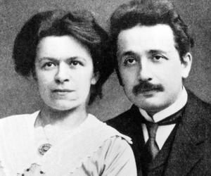 Albert Einstein et sa première épouse Mileva Maric, mathématicienne serbe.