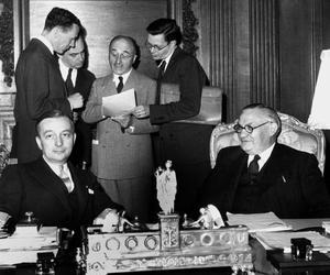 Entretien entre le Français Georges Bidault et l'anglais Ernest Bevin (tous deux ministres des affaires étrangères) le 13 juin 1947 au moment du plan Marshall.