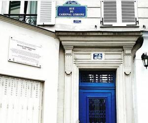 La porte d'entrée du 74 rue du Cardinal (Ve).