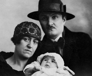 Paul, Louise et leur bébé, une famille vers la mi-1926.