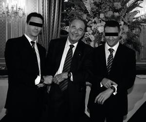 Jacques Chirac et ses bodyguards du GSPR, arborant une montre MAT, en 2006, à l'Élysée.