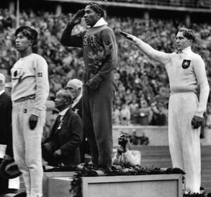 Jesse Owens a refusé de serrer la main du dictateur allemand.