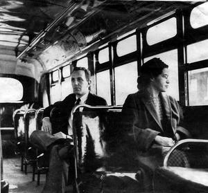 Rosa Parks a refusé de céder sa place dans un bus.