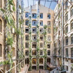 Grande place du centre Les Docks <i>(Les Docks Marseille)</i>