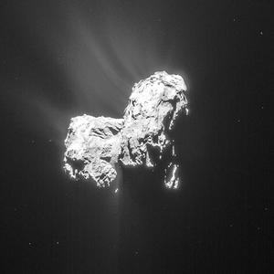 En février 2015 l'activité de la comète était bien visible, avec des jets de gaz partant du côté exposé au soleil.