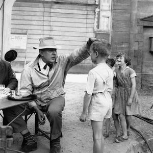 Jacques Tati sur le plateau du film «Jour de Fête» en 1947.
