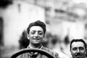 Enzo Ferrari au début de sa carrière.