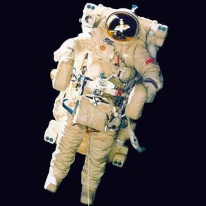 Le SPK testé par les Russes en 1990 près de la Station Mir (avec un filin de sécurité).