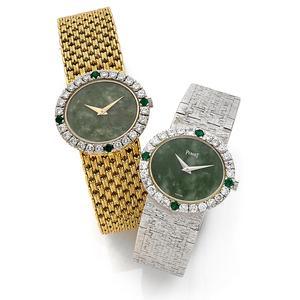 Deux montres des années 1970 au cadran en jade et lunette sertie de diamants et émeraudes, proche du modèle porté par Jackie Kennedy. Estimations 2-3000 euros et 4-6000 euros.