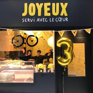 Le coffee-shop solidaire Joyeux (IIe).