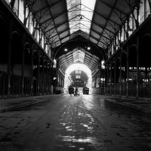 Vue de l'intérieur des Halles de Paris, construites par Victor Baltard entre 1852 et 1870, et détruites à partir de 1971.