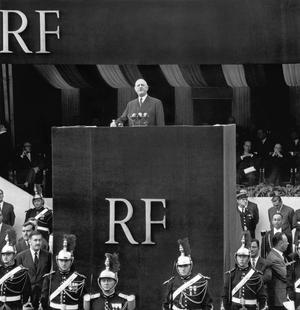 Charles de Gaulle, président du Conseil, présente la Constitution de la Ve République, place de la République le 4 septembre 1958.