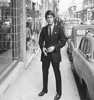 En 1966, Jacques Dutronc sait de quoi il parle lorsqu'il chante que les Playboys se chaussent chez Carvil.