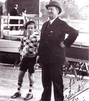 Ettore Bugatti et son fils Roland en 1933.