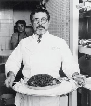 Alain Senderens et son plat fétiche, le canard Apicius, adapté d'une recette romaine.
