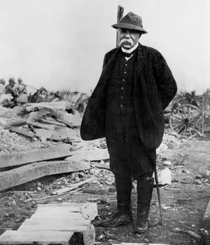 Georges Clemenceau sur le front de la guerre en France vers 1917-1918.