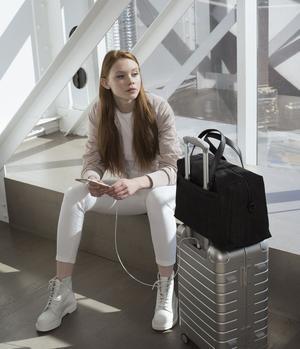La marque Away propose de voyager aussi léger que pratique avec leur modèle de valise.
