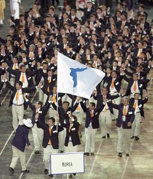 En 2000 à Syndey, les athlètes des deux Corées défilent sous le même drapeau.