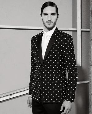 Une sophistication que l'on retrouve en version plus sage dans la Tuxedo Collection de Givenchy.
