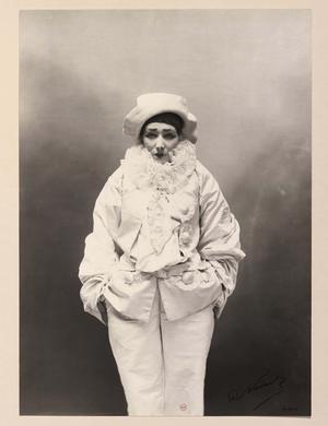 Paul Nadar, <i>Sarah Bernhardt dans Pierrot Assassin</i> (vers 1883).