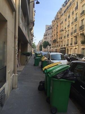 Des poubelles dans le 16e (Paris).