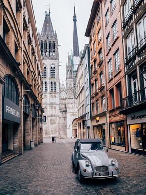 Près de la cathédrale (Rouen 2 CV Tour)